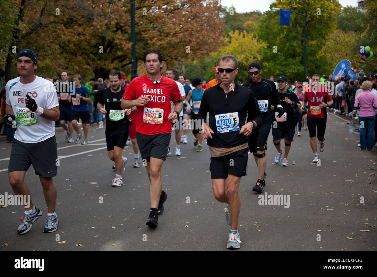 Runners competing in Central Park during 2009 New York City Marathon - Stock Image