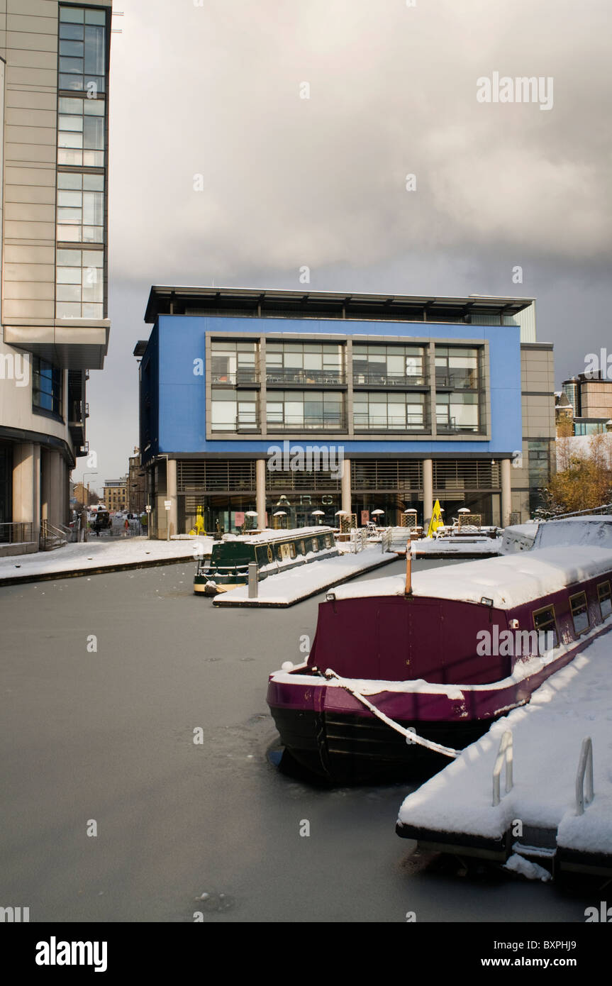 Barges in winter snow on the Union Canal at Lochrin Basin, Edinburgh Quay. Stock Photo