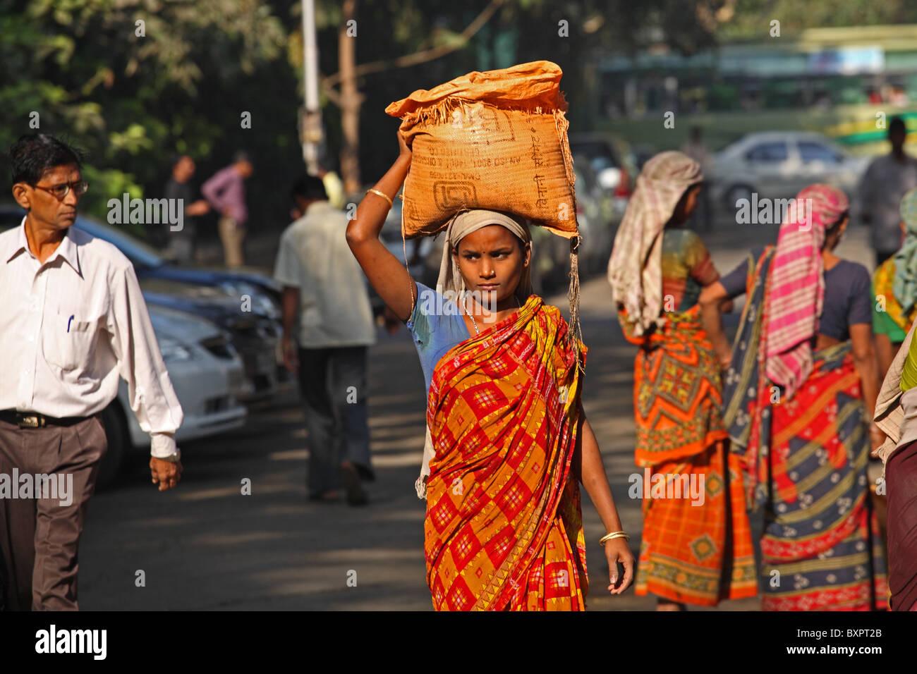 Indian manual worker in Mumbai, India - Stock Image