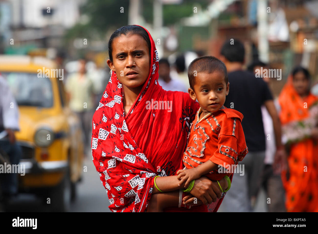 Mother and child in street, Calcutta, India Stock Photo