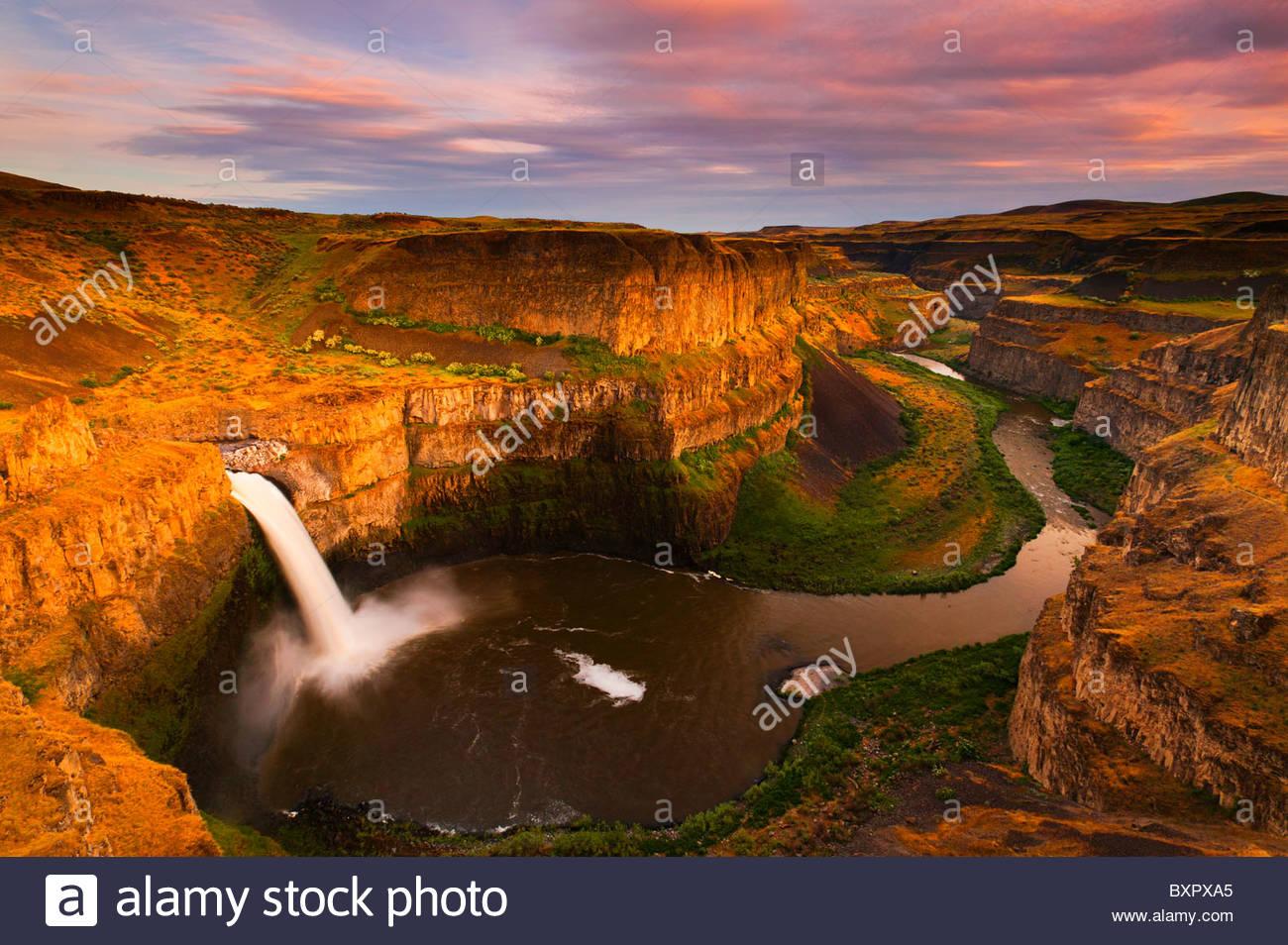 Palouse Falls plunges 180 feet (55 meters) into a giant natural amphitheater near Washtucna, Washington. - Stock Image