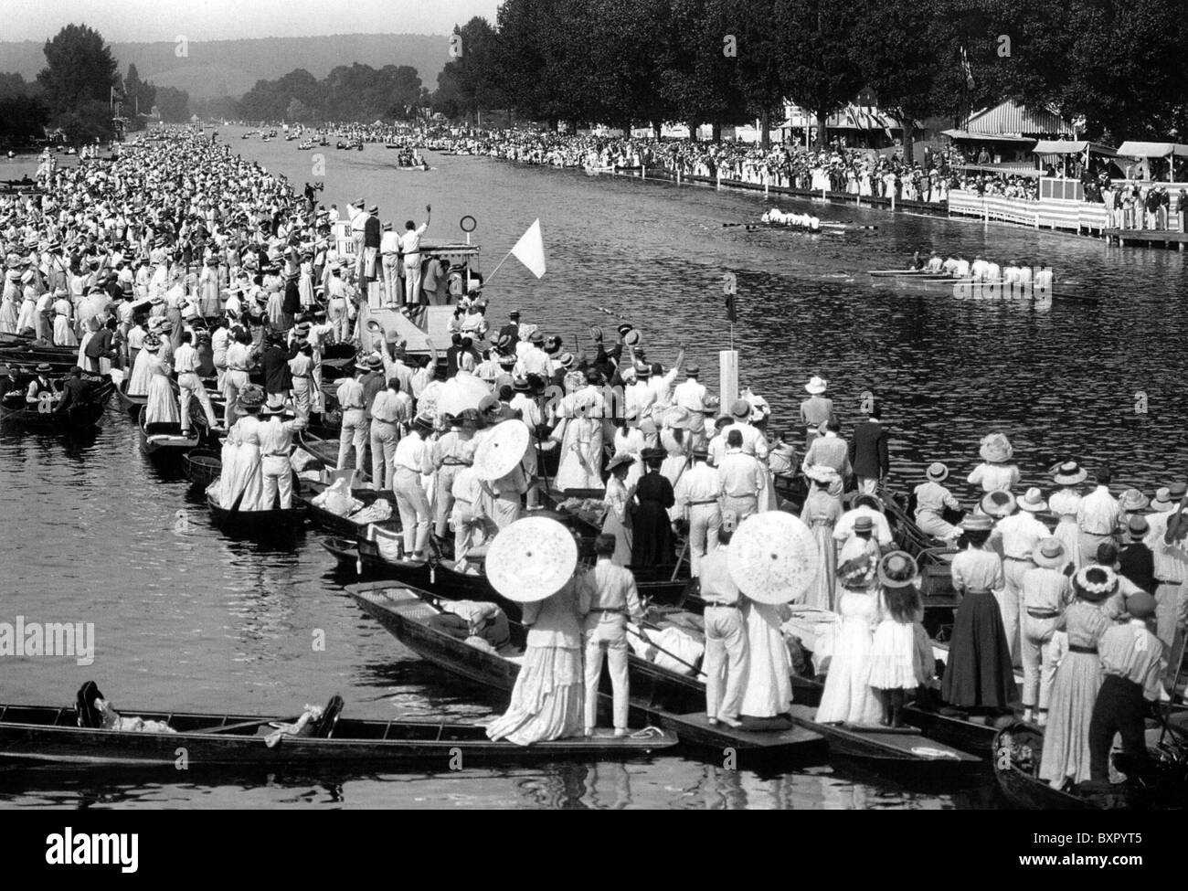 LONDON 1908 OLYMPICS  Rowing event on the Thames at Henley - Stock Image