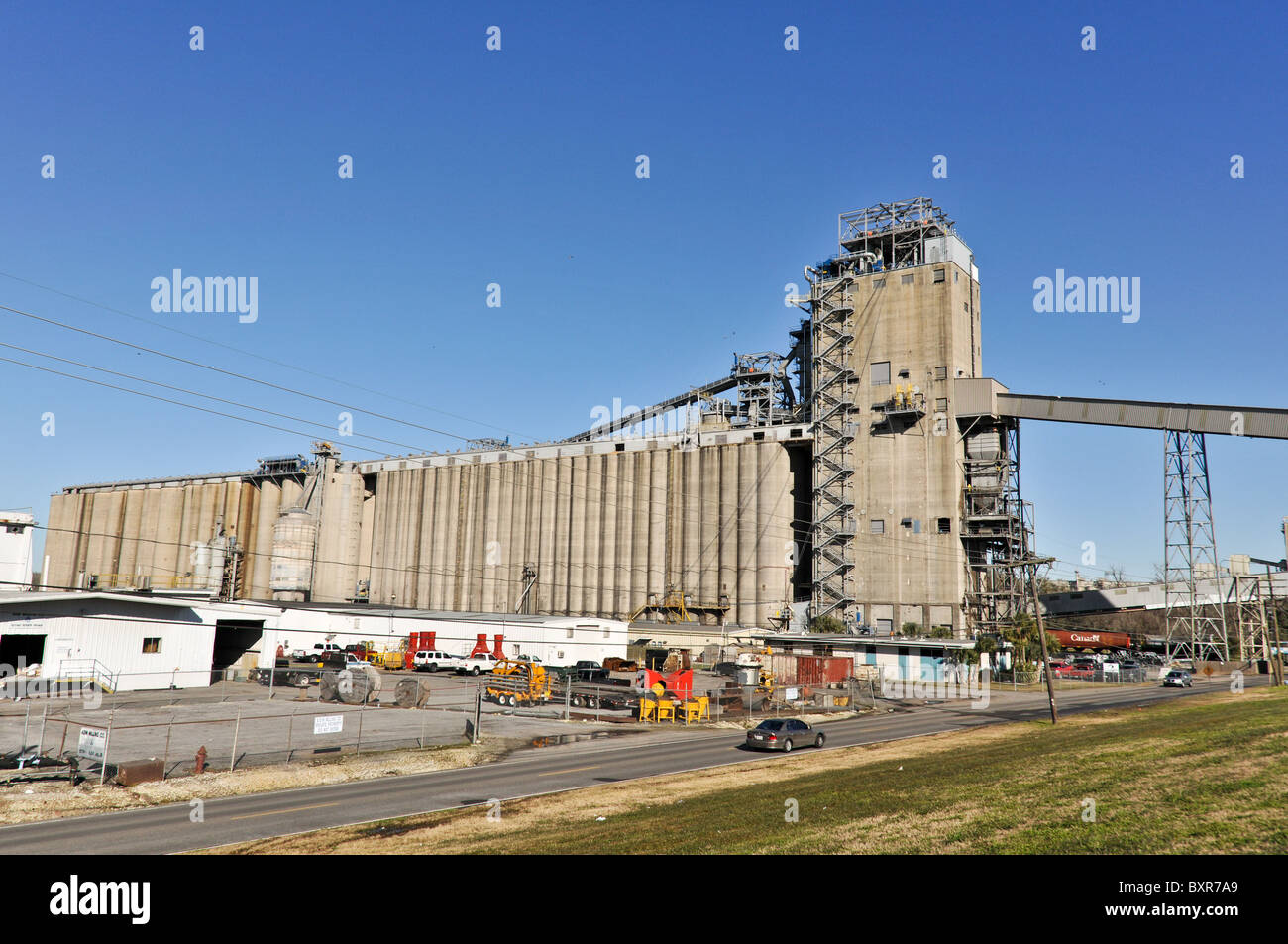 Grain elevator on Mississippi River, New Orleans, Louisiana - Stock Image