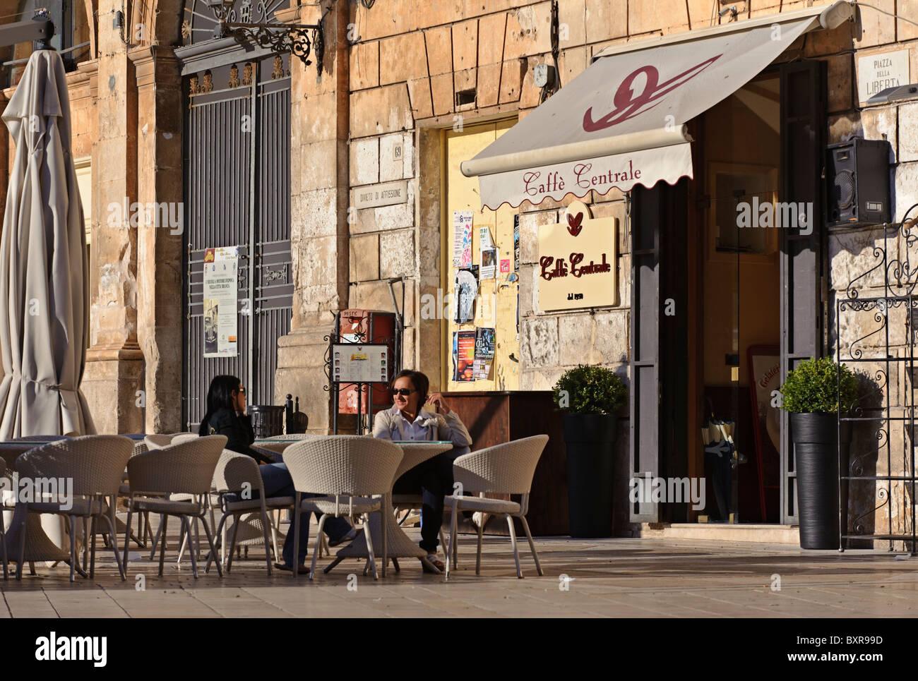 Women on a cafe terrace, Piazza della Libertà, Ostuni, Puglia, Italy - Stock Image