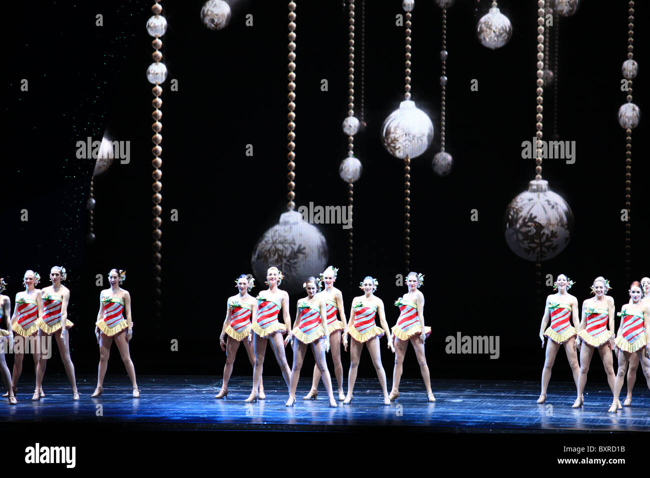 rockettes dancing radio city music hall christmas spectacular show in new york city 2010 - Rockettes Christmas Show
