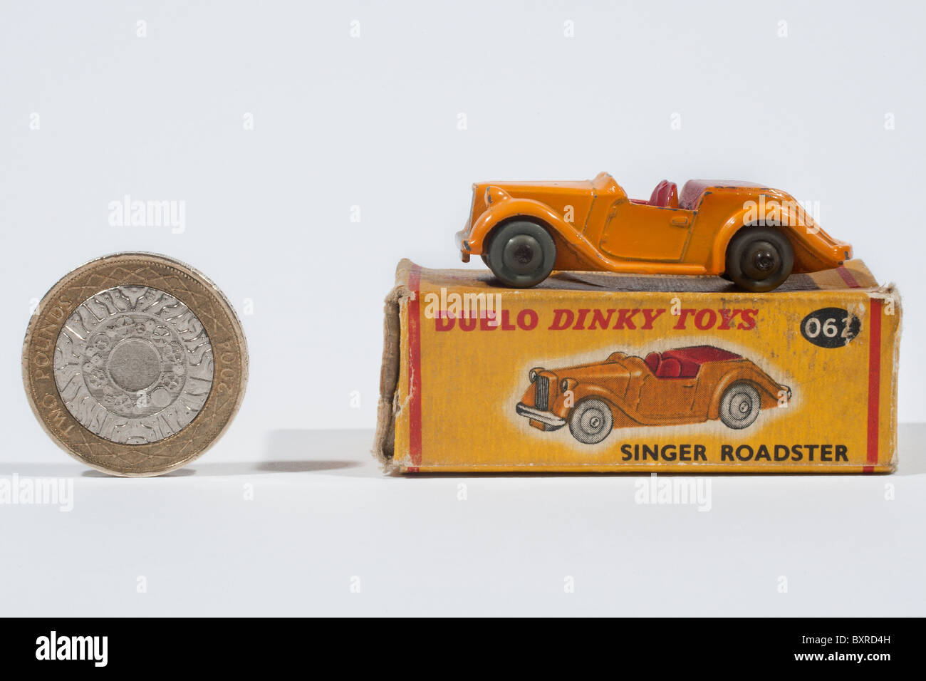 DINKY DUBLO 62 Singer Roadster and box with two pound coin to show scale - Stock Image
