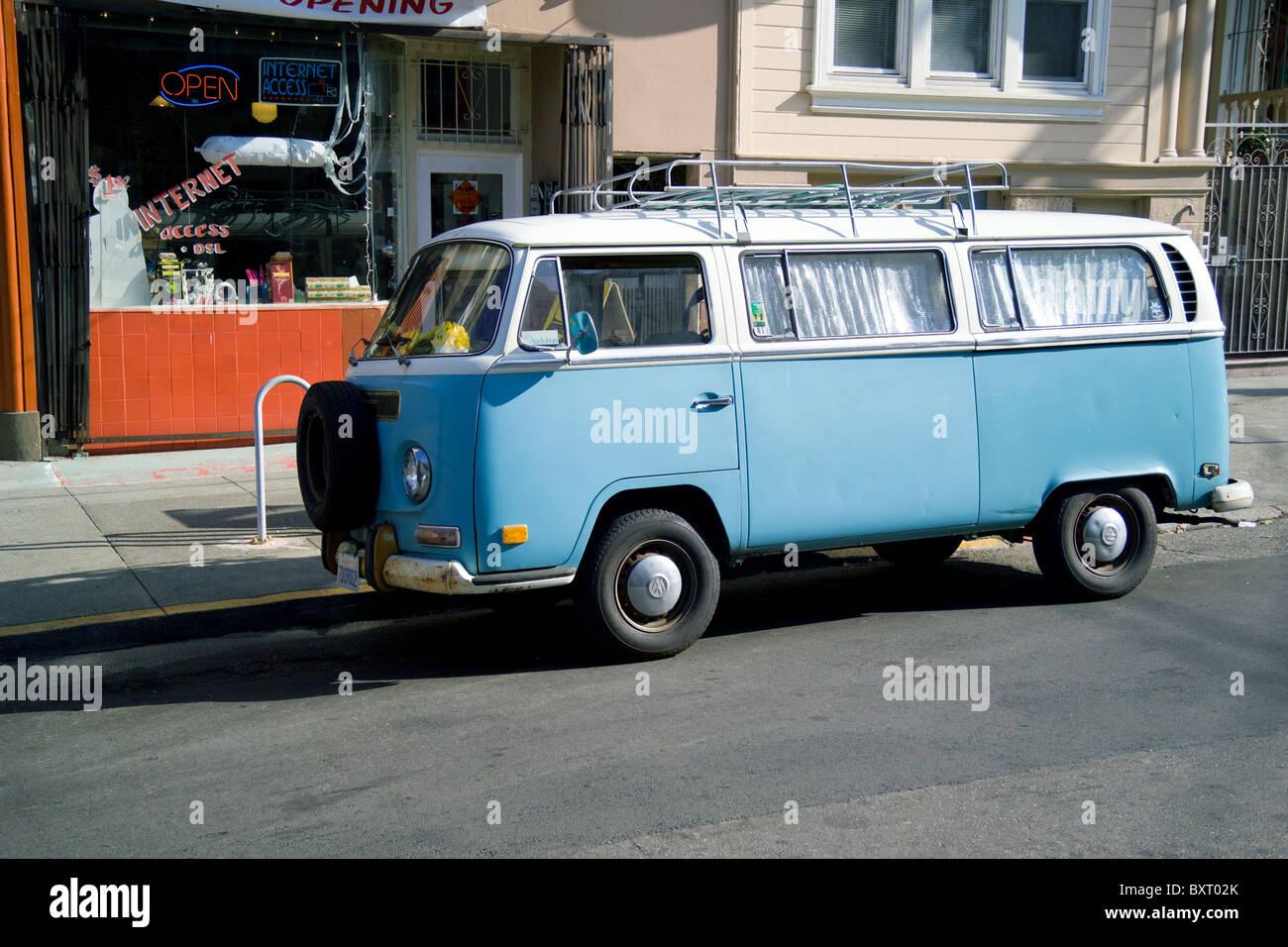 Old VW van outside of internet cafe - Stock Image