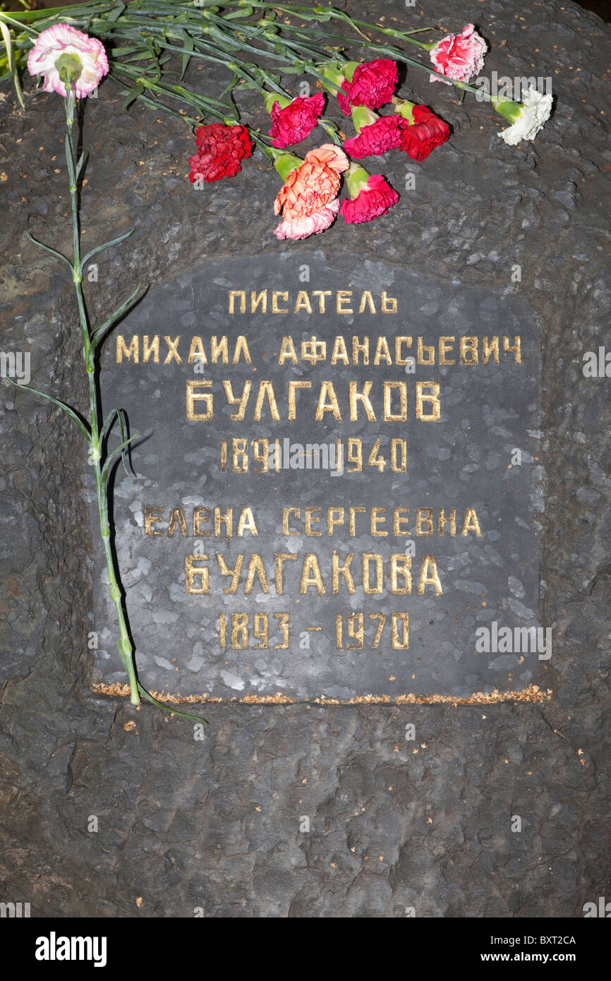 The grave of the Soviet Russian writer Mikhail Bulgakov (1891-1940) at Novodevichy Cemetery in Moscow, Russia - Stock Image
