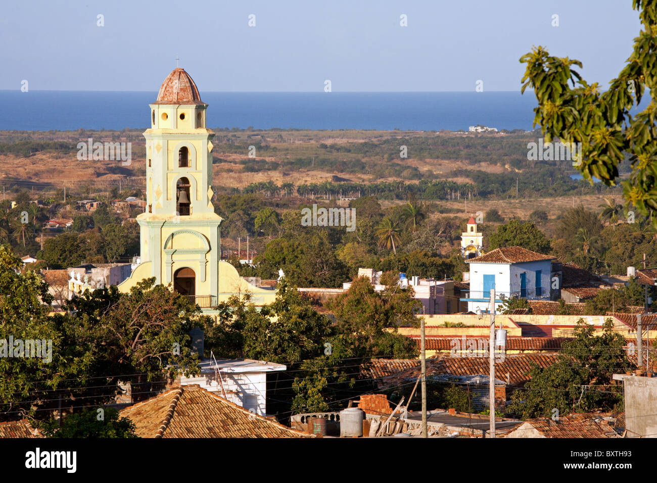 TRINIDAD: HIGH VIEW OVER TRINIDAD ROOFTOPS AND OF THE ST FRANCISCO CONVENT - Stock Image