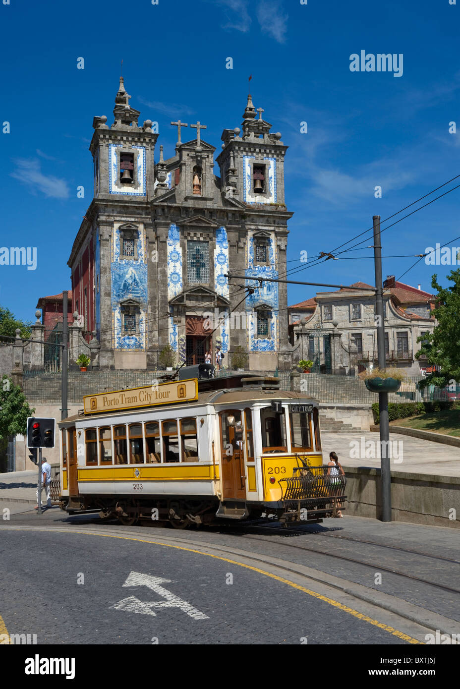 Portugal, Porto, Praca Da Batalha, A Sightseeing Tram Outside Santo Ildefonso Church - Stock Image