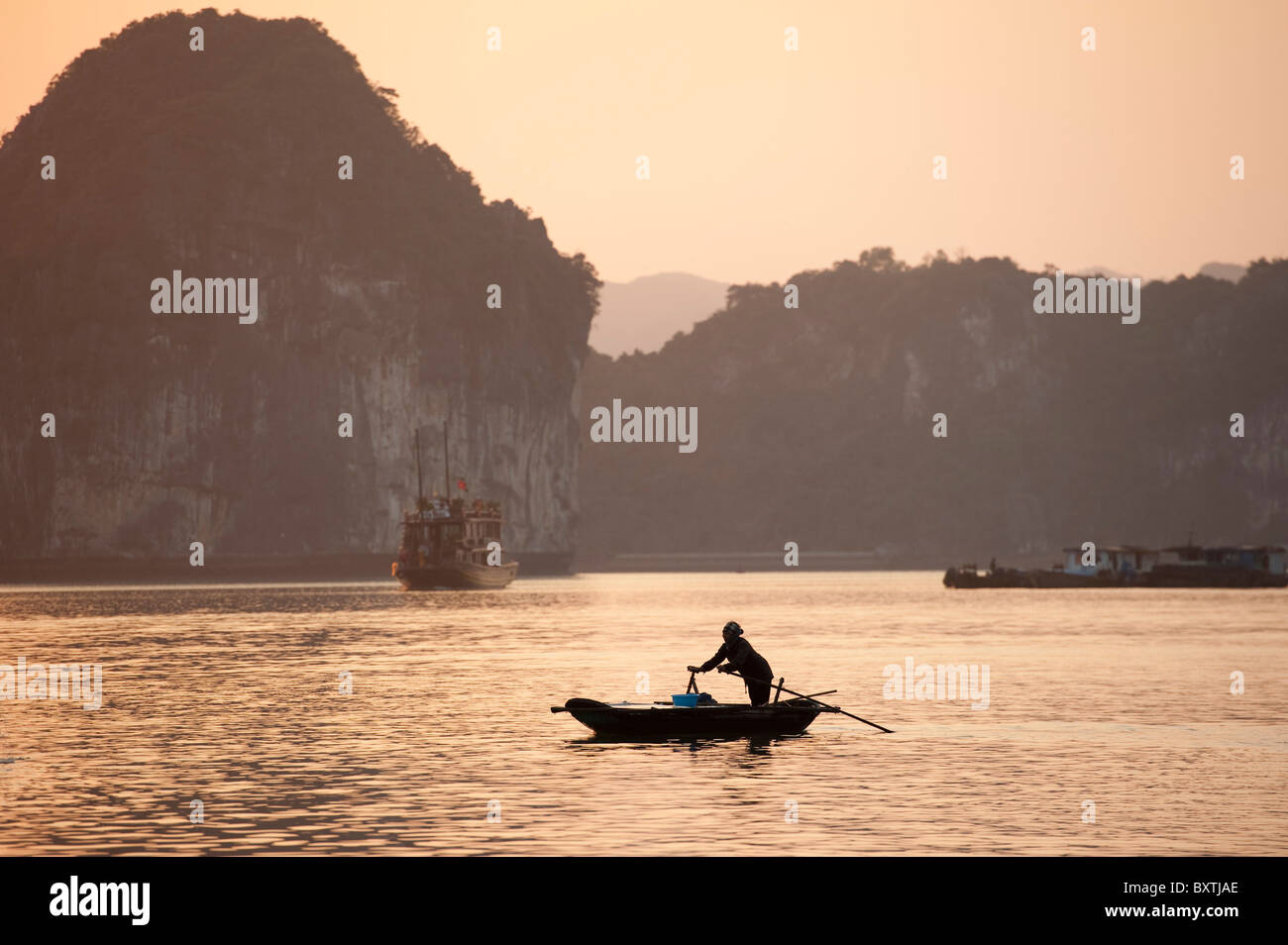 Canoe in Halong Bay, Vietnam - Stock Image