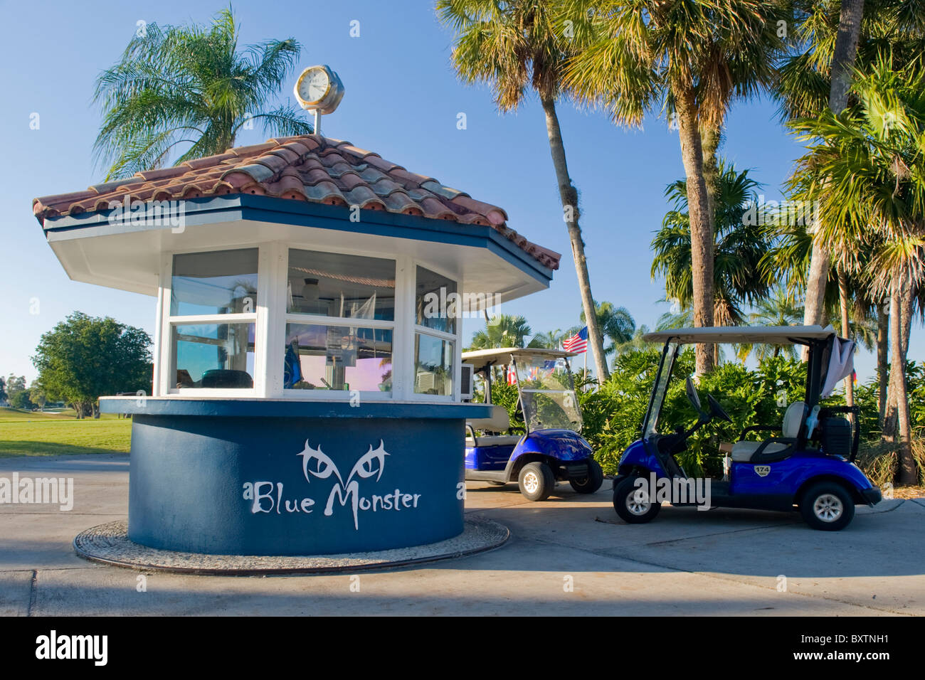 Marriott Doral Golf Resort & Spa , Miami , Florida , USA , Blue Monster starter kiosk with golf buggy - Stock Image