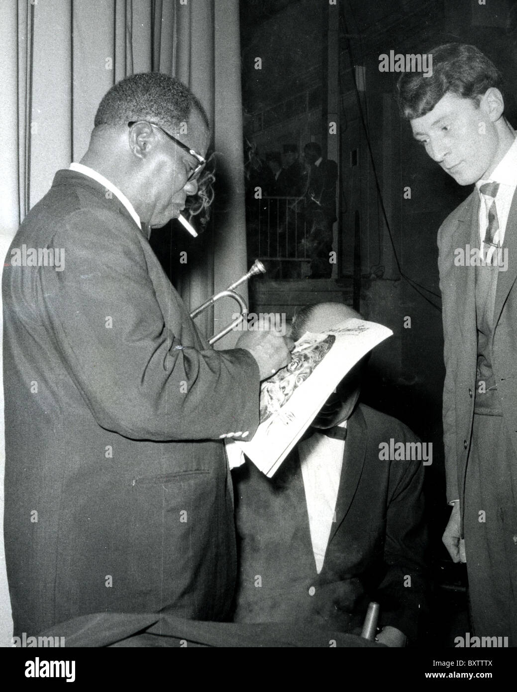 LOUIS ARMSTRONG (1901- US jazz musician signs his autograph - Stock Image