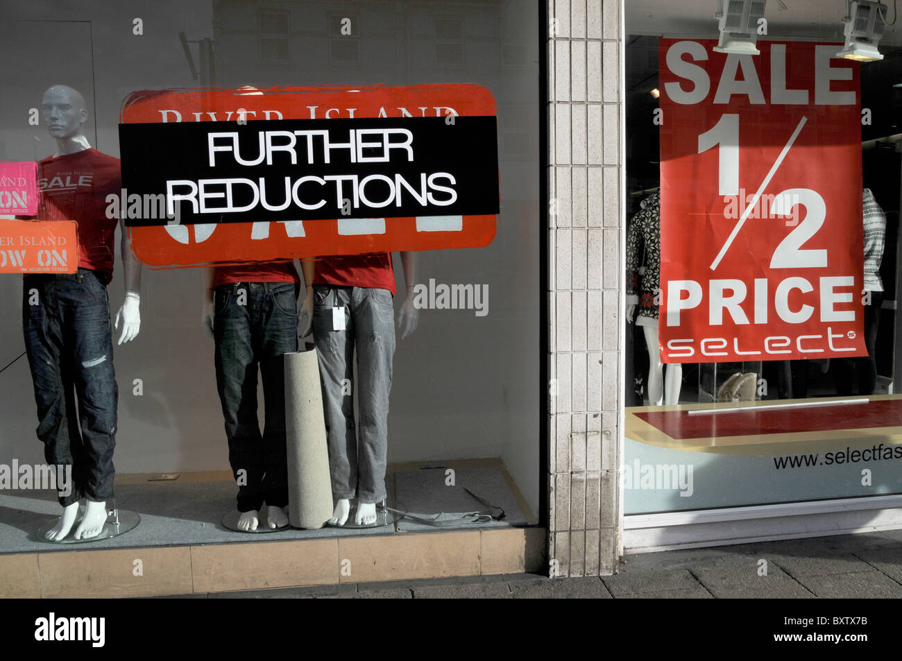 UK. FURTHER REDUCTION AT SALES IN STORES IN LONDON DUE TO RECESSION - Stock Image