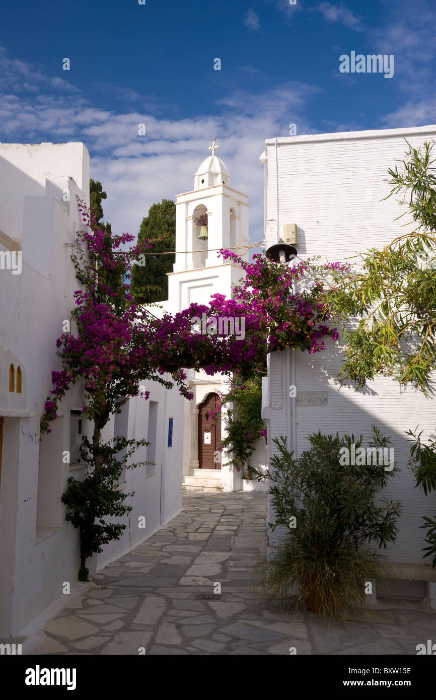 Typical narrow alley in Pyrgos, on the Greek Cyclade island of Tinos. - Stock Image