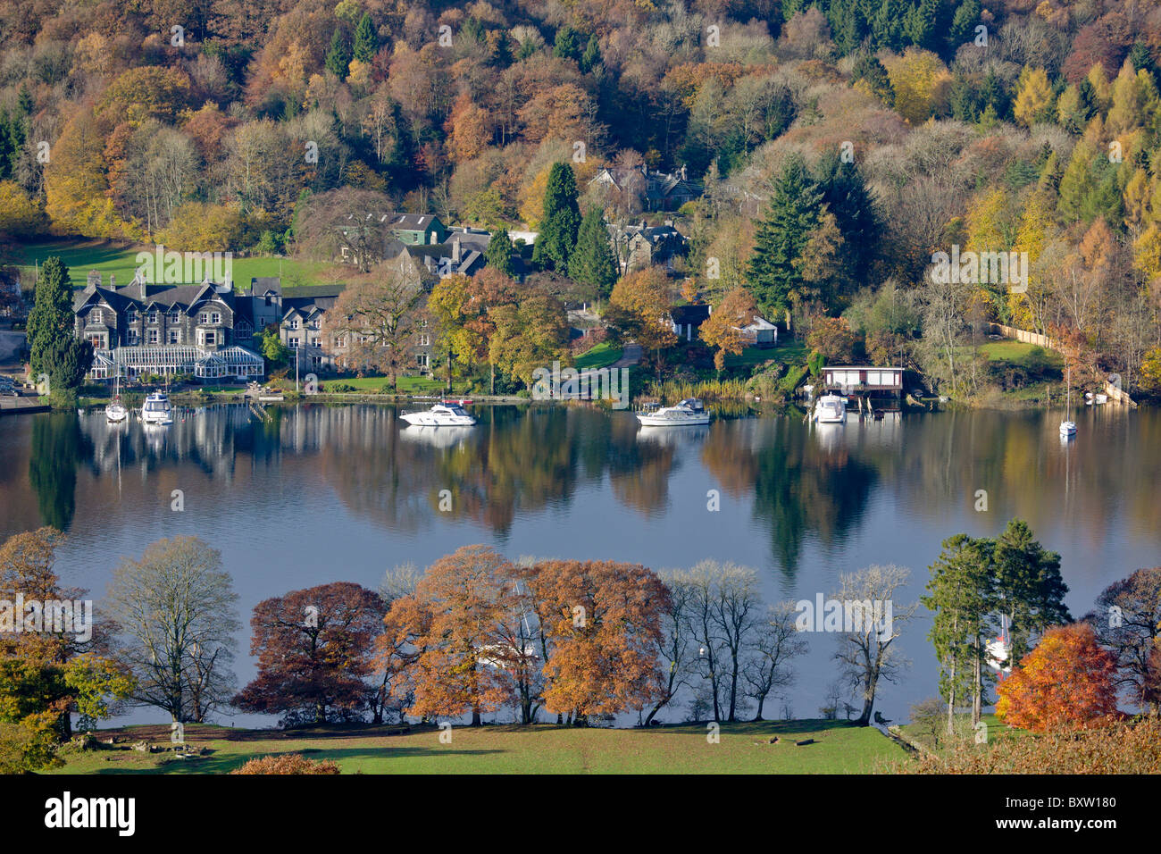Fell Foot Park and Lakeside in the Autumn, Lake Windermere, Cumbria, England - Stock Image