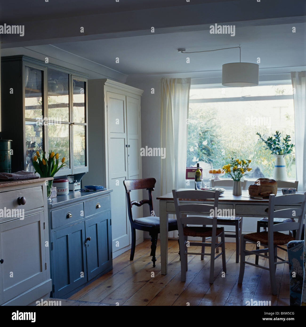 Traditional Furniture Dressers Stock Photos & Traditional Furniture ...