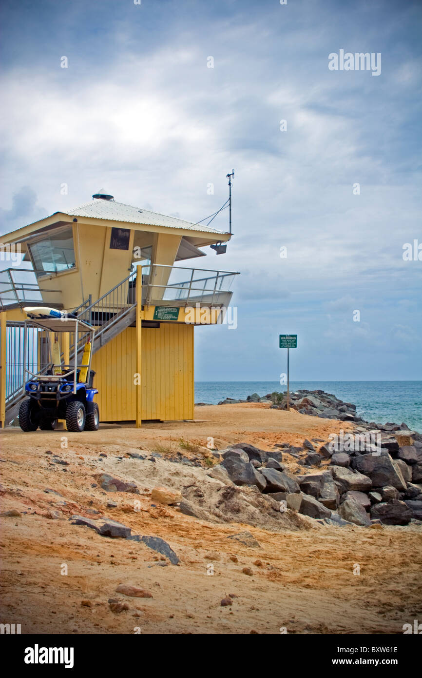Lifesaving watch tower at Noosa Heads Main Beach, black clouds and storm approaching - Stock Image