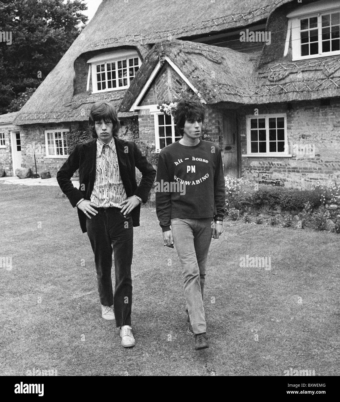 Keith Richards and Mick Jagger exclusive image from 1967 by David Cole in the gardens at Redlands. From the archives - Stock Image