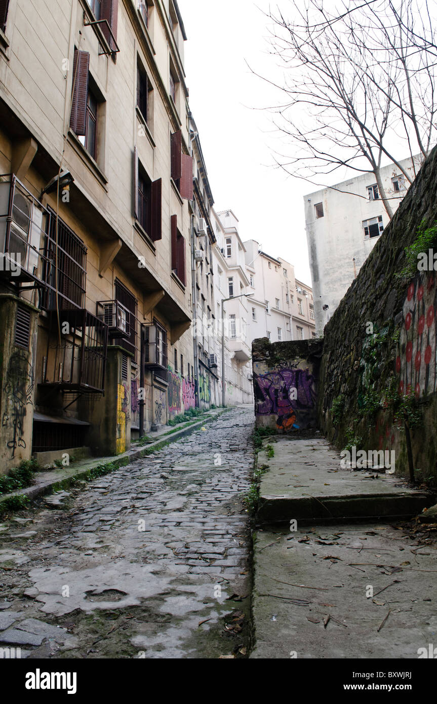 And old cobblestone allyway in the hilly Beyoglu district of Istanbul, Turkey. - Stock Image
