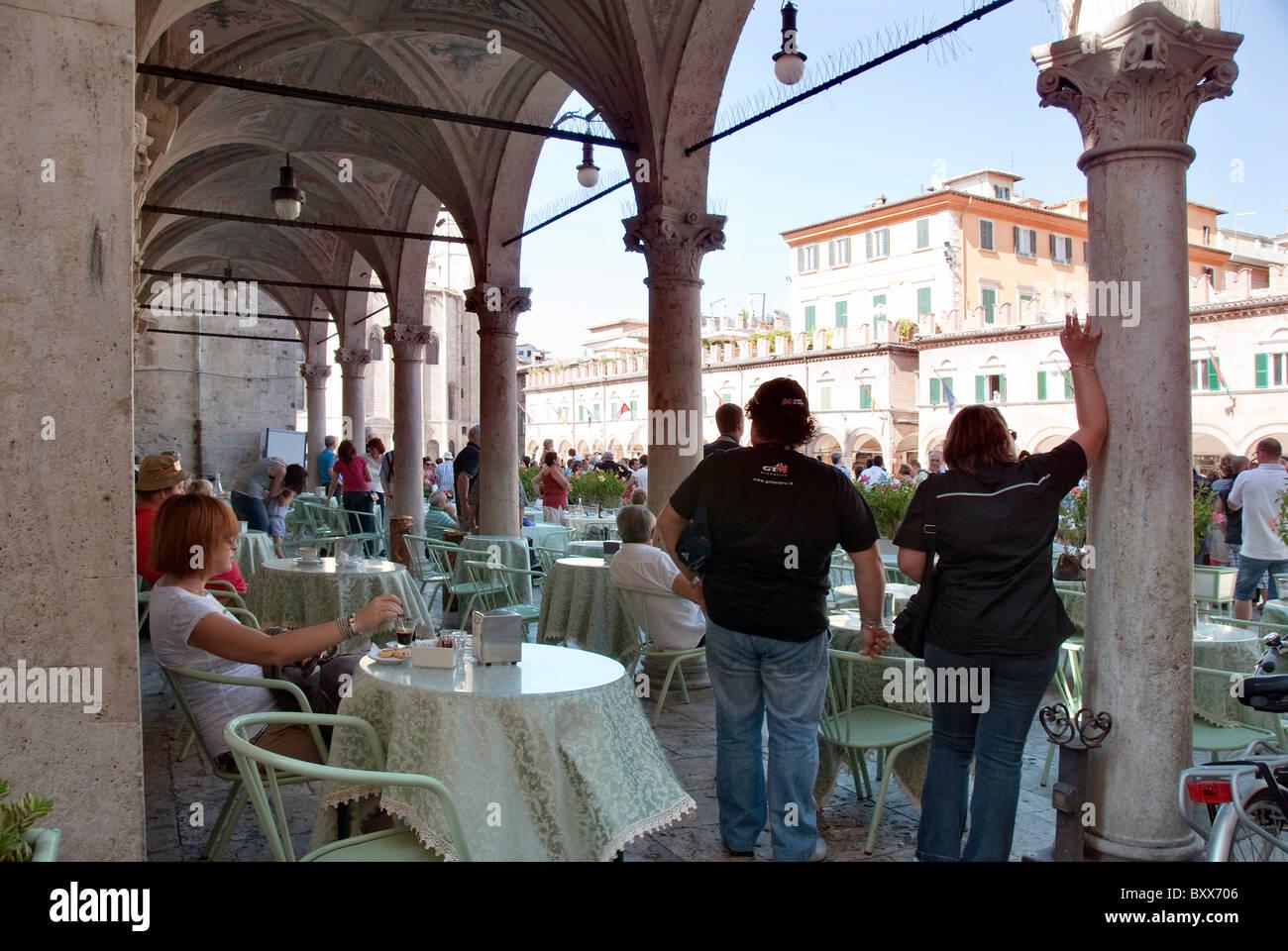 Spectators in the Caffe' Meletti watch the festival of the Quintana in Piazza del Popolo, Ascoli Piceno, Le - Stock Image