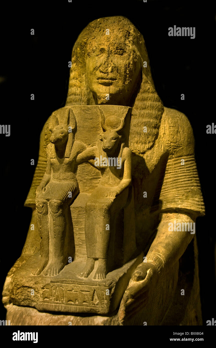 Tomb Statue Angeriautef  King writer author clerk Egypt Egyptian with Anoebis en Hathor  1250 BC - Stock Image