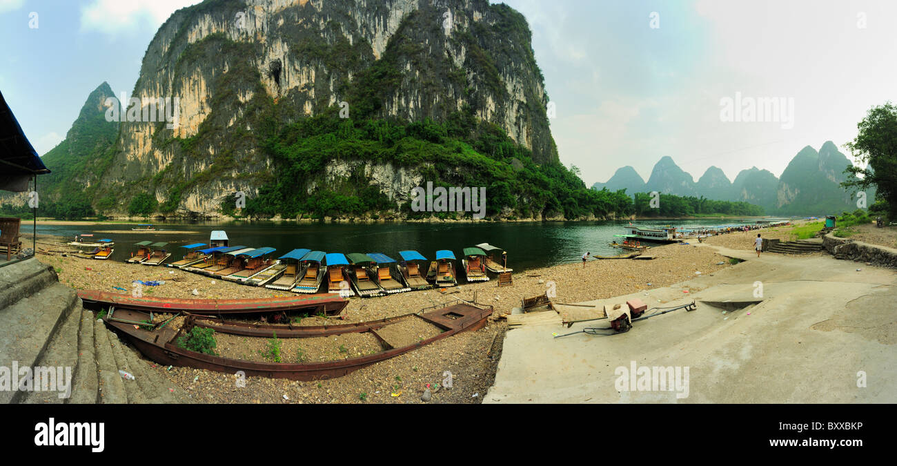 Nine Horse Fresco Hill, panorama from a bend of the Li River near Yangshuo, Guangxi. - Stock Image