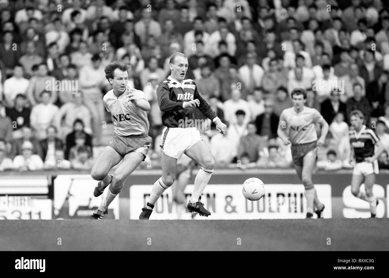 Aston Villa v Everton at Villa Park 18/4/87 Trevor Steven and Steve Hunt - Stock Image