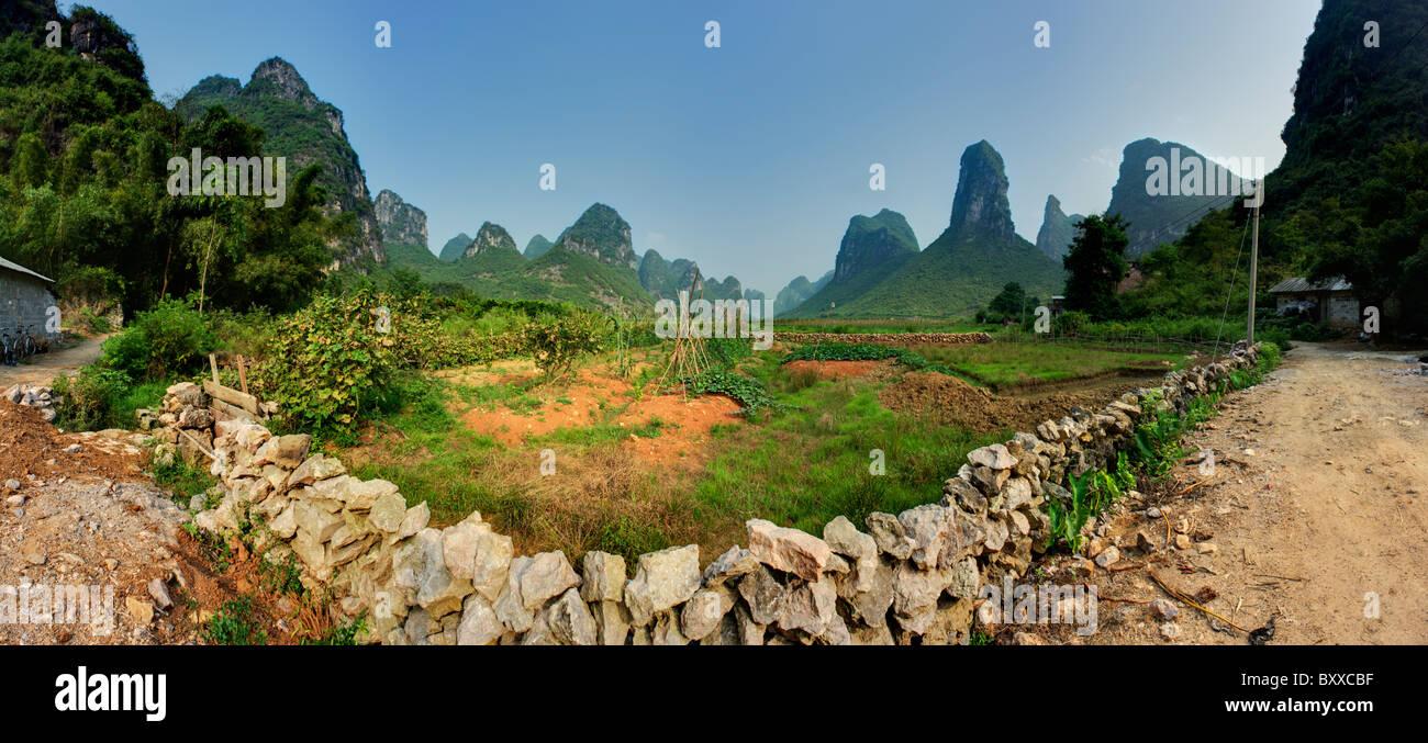 A peaceful valley near Yangshuo, Guangxi, China. - Stock Image