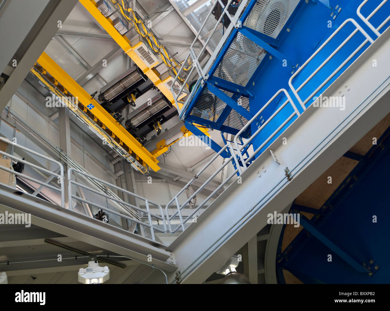 Yellow mirror crane of the Discover Channel Telescope near Flagstaff, Arizona - Stock Image