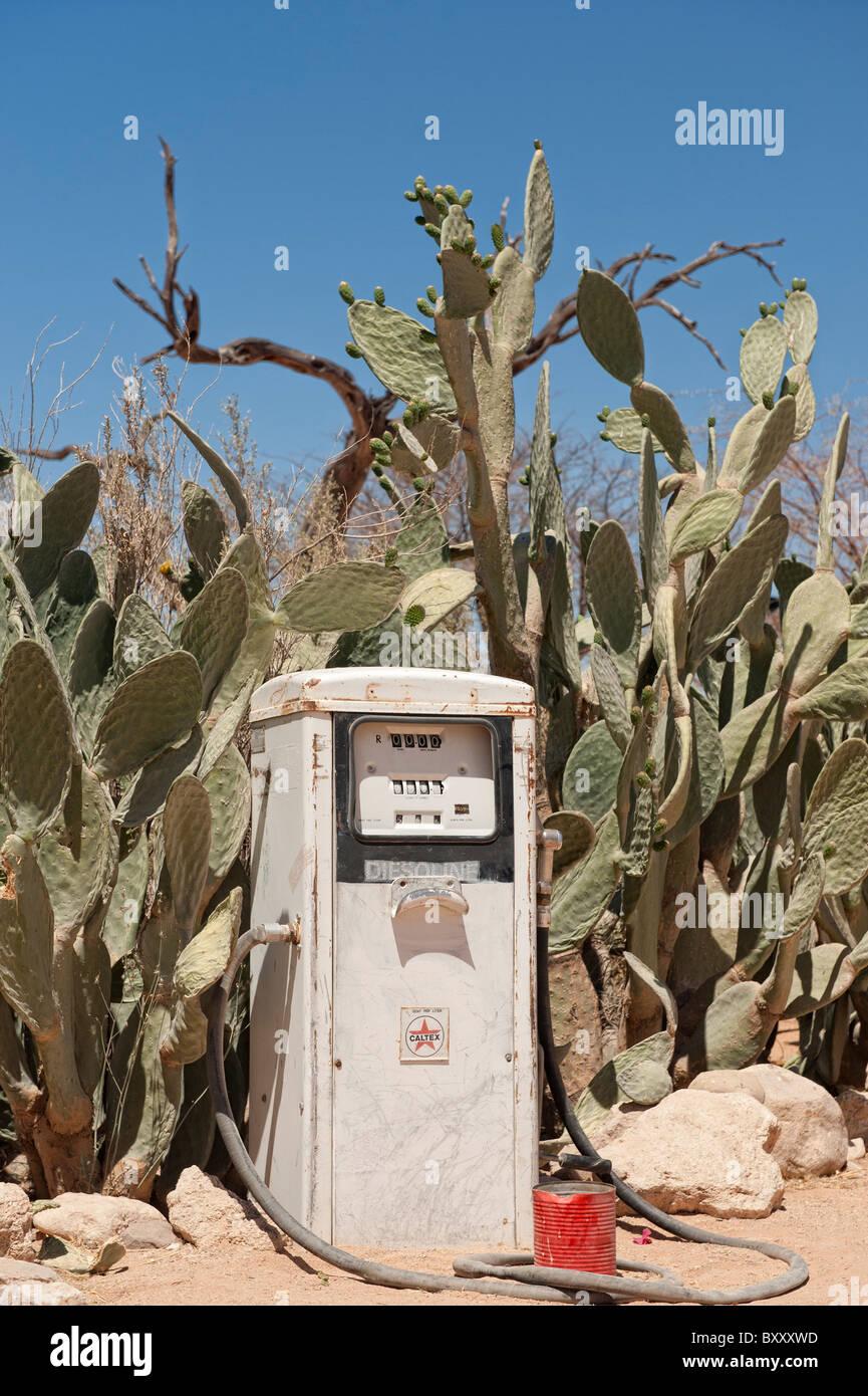 Functioning Caltex-branded diesel fuel pump, labelled 'Diesoline', Solitaire, Namibia, 2009. - Stock Image