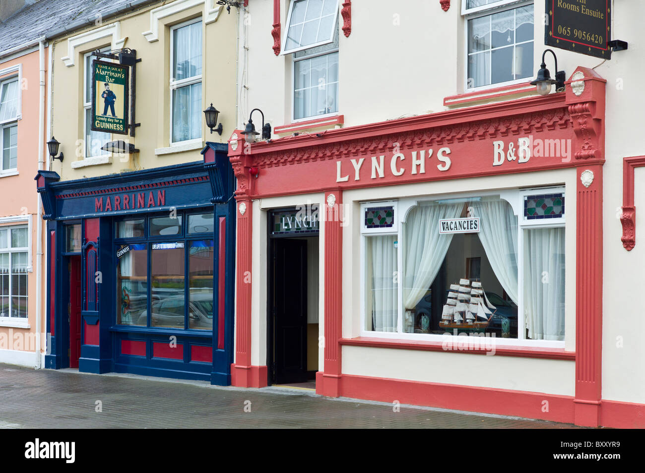 Lynch's Bed and Breakfast guesthouse and Marrinan bar in tourist resort town of Kilkee, County Clare, West of - Stock Image