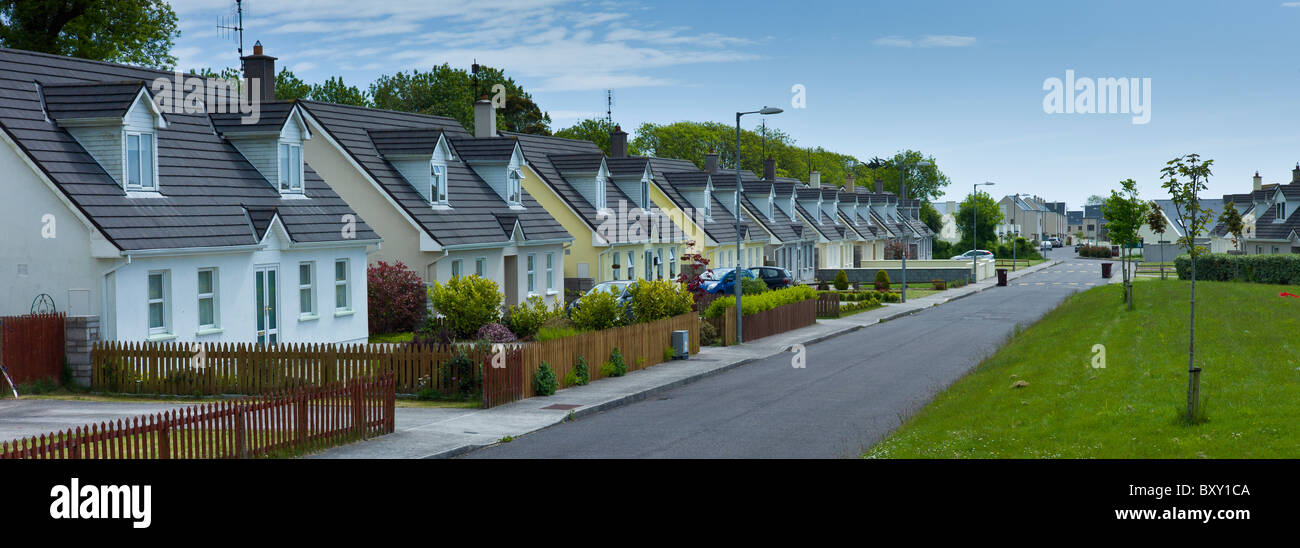 New build houses new development in County Cork, Ireland. EU funds led to 'Celtic tiger' investment in the - Stock Image