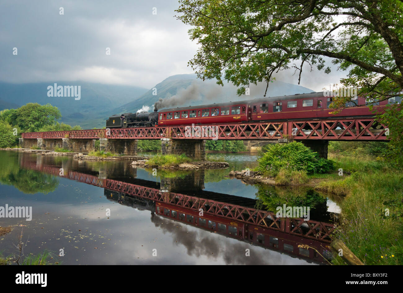 Preserved Class 5 steam locomotive No. 45407 hauls a special train across the viaduct the river Dochart at Lochawe - Stock Image