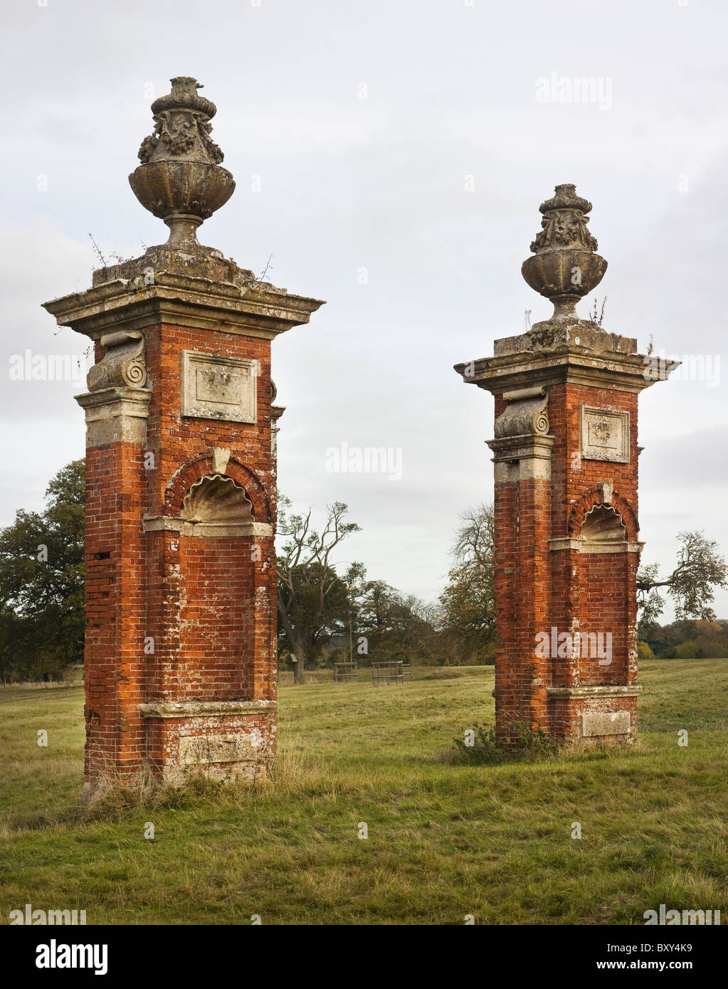 Hampstead Marshall gate piers - Stock Image