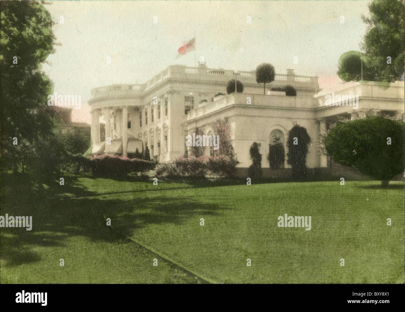 Circa 1910s hand-tinted photograph of The White House, Washington DC, USA. - Stock Image