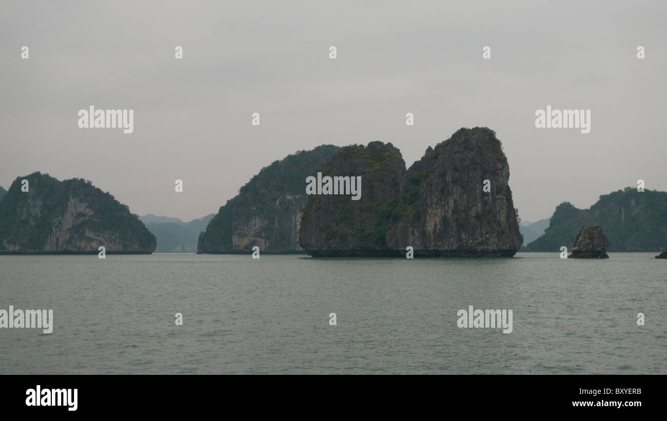 Limestone islands, Ha Long Bay, Quang Ninh, Vietnam Stock Photo