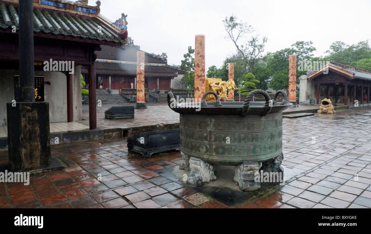 Urn in the Citadel, Imperial Enclosure, Dien Tho residence, Hue, Vietnam - Stock Image