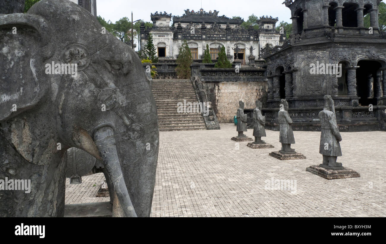 Vietnam, Hue, Khai Dinh Tomb, stone mandarin statues - Stock Image