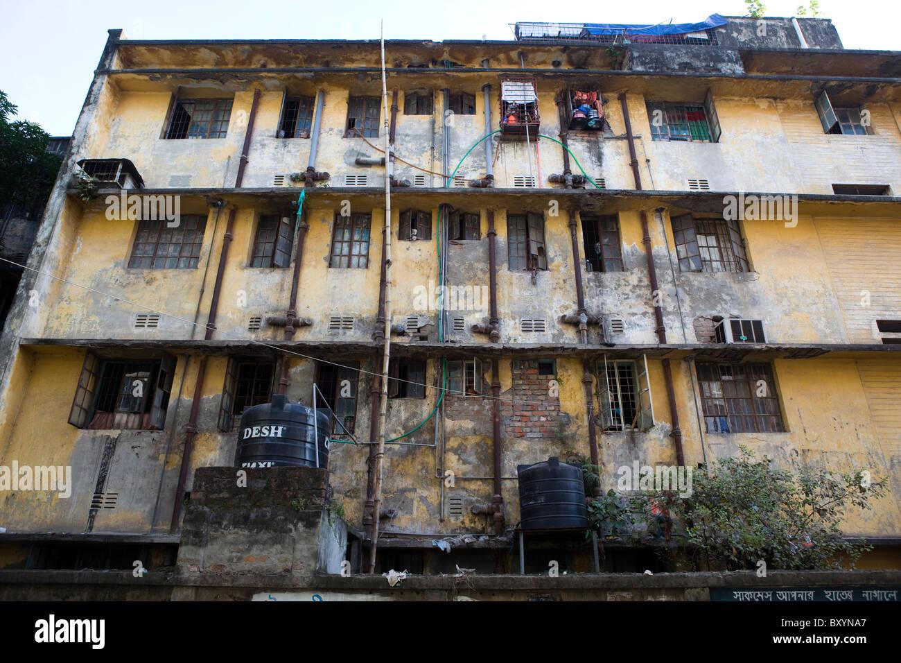 Run-down building, Dhaka, Bangladesh - Stock Image
