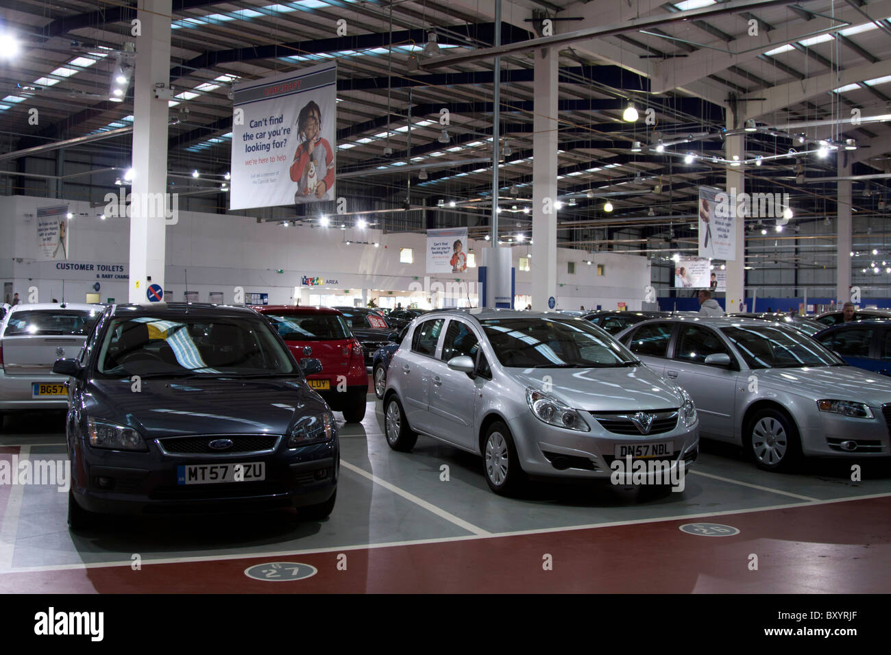 Used Car Dealers London >> Carcraft Used Car Showroom Enfield London Stock Photo 33802679