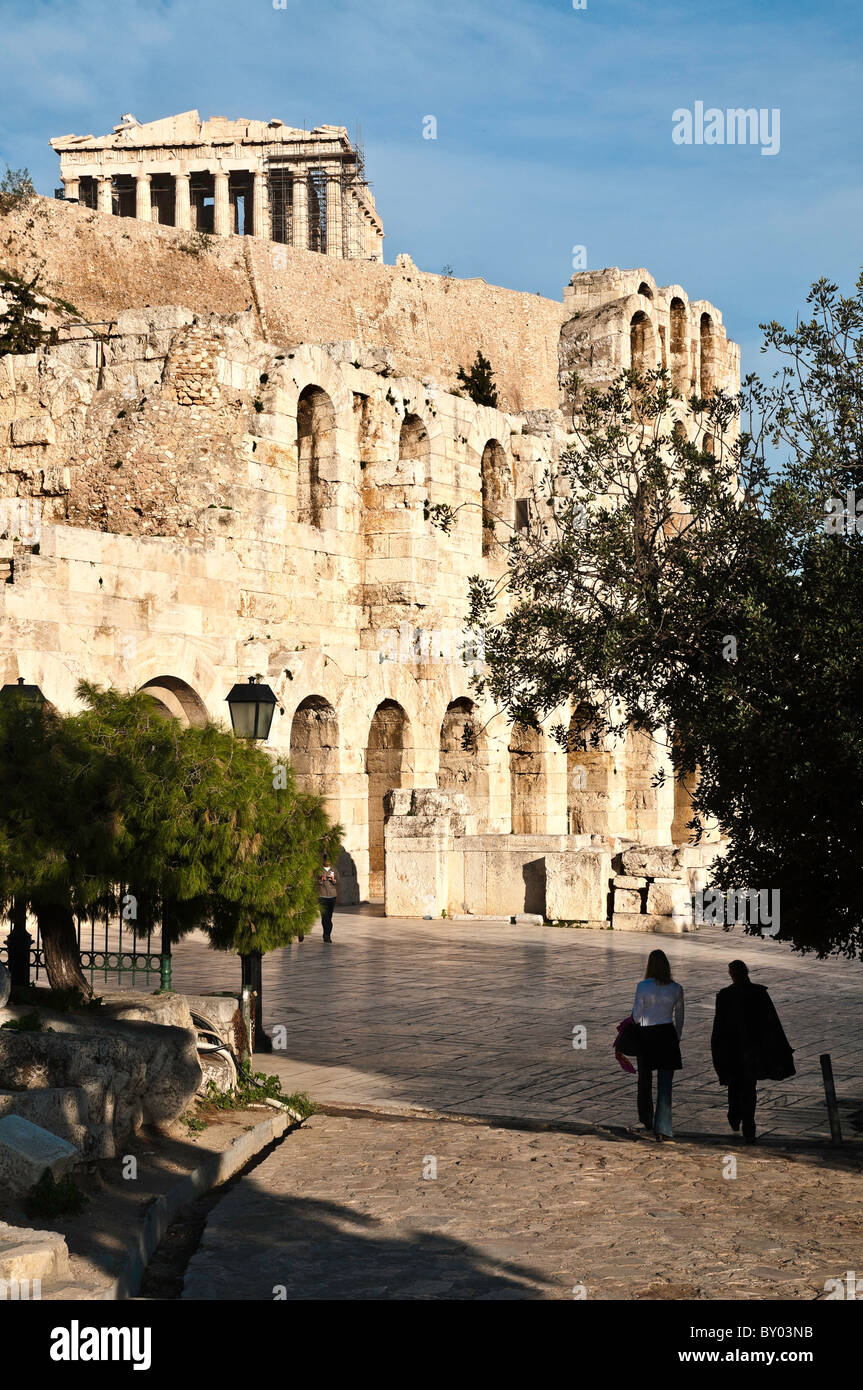Odeon, and theatre, of Herodes Atticus, with the Parthenon above, on the southern slopes of the Acropolis, Athens, - Stock Image
