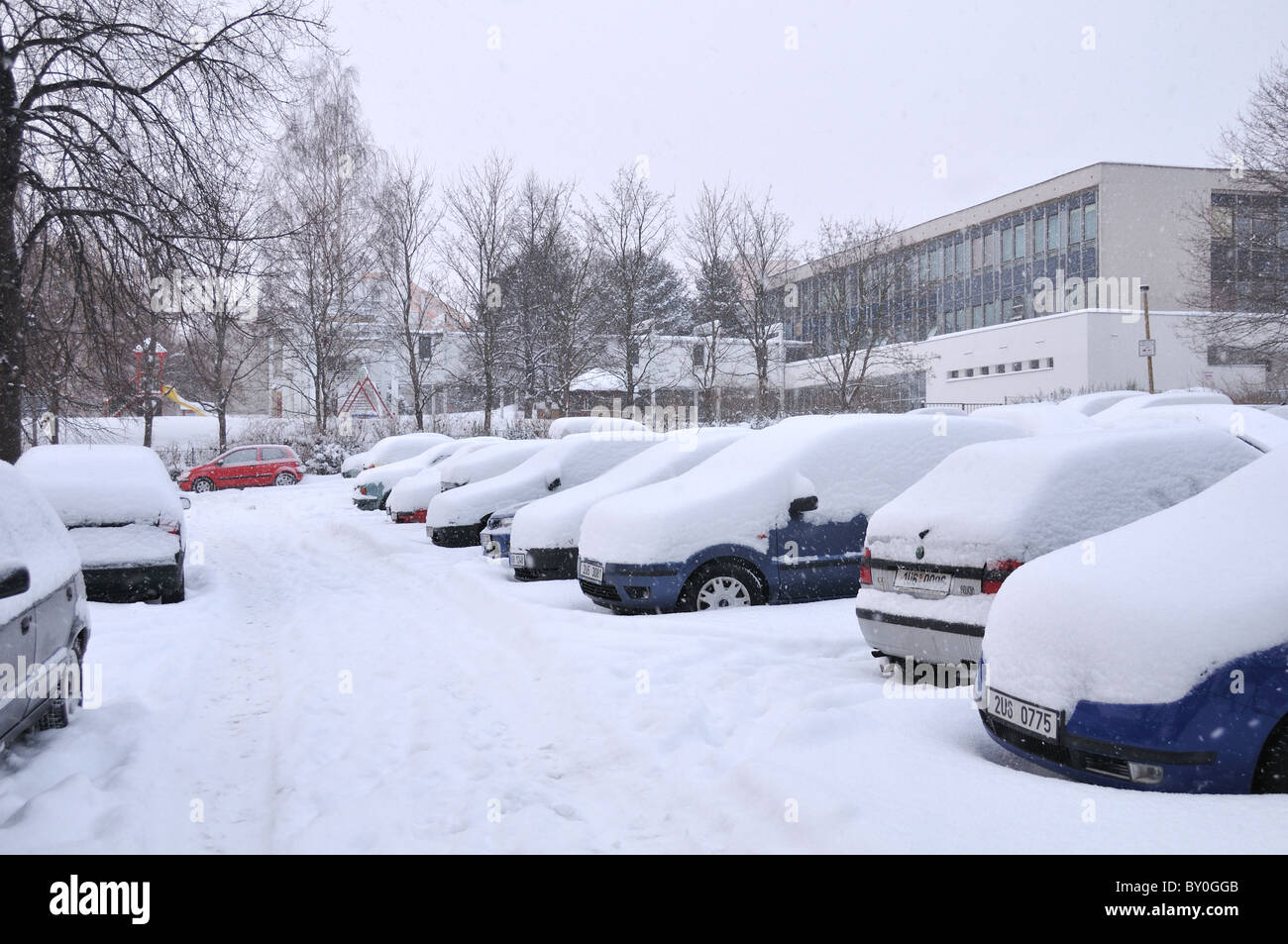 Snow covered cars - dangerous road conditions - Stock Image