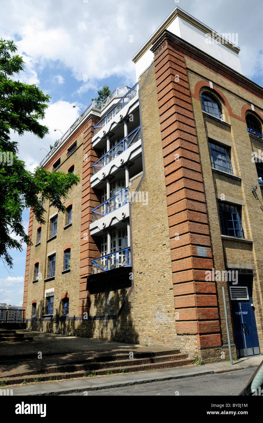 brandrams-housing-co-operative-ltd-brandrams-wharf-rotherhithe-southwark-BY0J1M.jpg?profile=RESIZE_400x