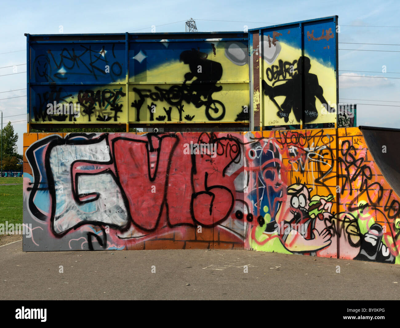 Rosehill Carshalton Surrey England Skateboard Park Graffiti On Skateboard Ramp - Stock Image