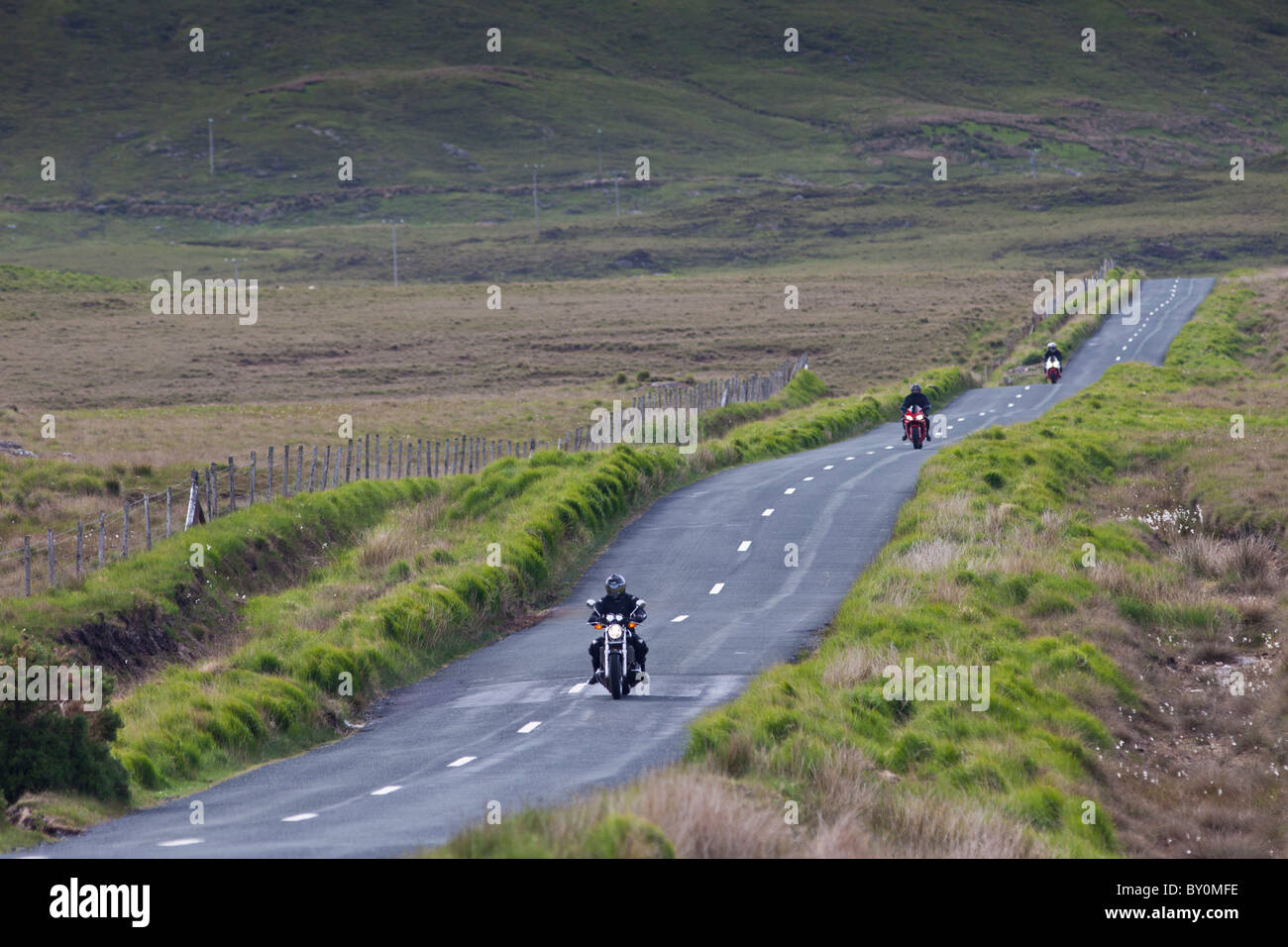Motorcyclists on Kylemore Pass by the Twelve Bens mountains, Connemara, County Galway, Ireland - Stock Image