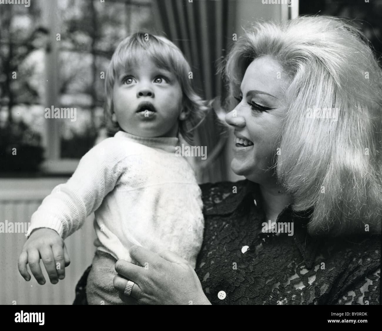 diana dors son high resolution stock photography and images alamy https www alamy com stock photo diana dors 1931 84 english film actress with son jason by third husband 33824495 html