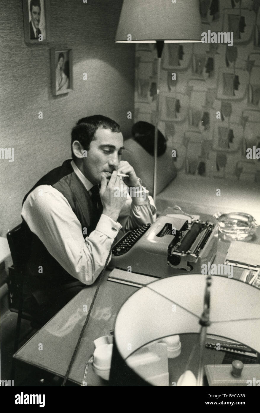 LIONEL BART (1930-1999) UK writer and composer of pop songs and musicals at his Kensington Mews home in 1962 - Stock Image
