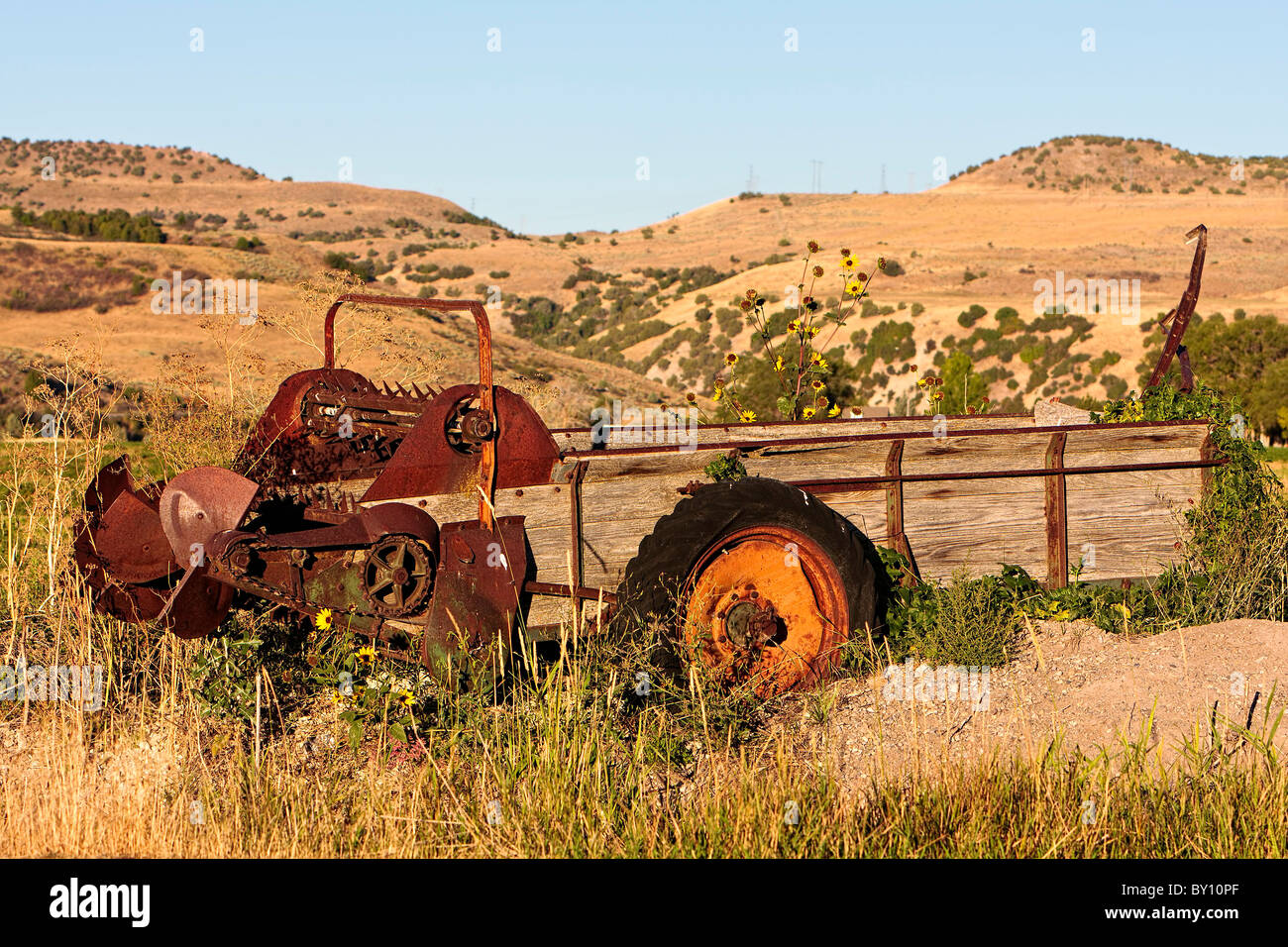 Abandoned, rusty, old manure spreader - Stock Image