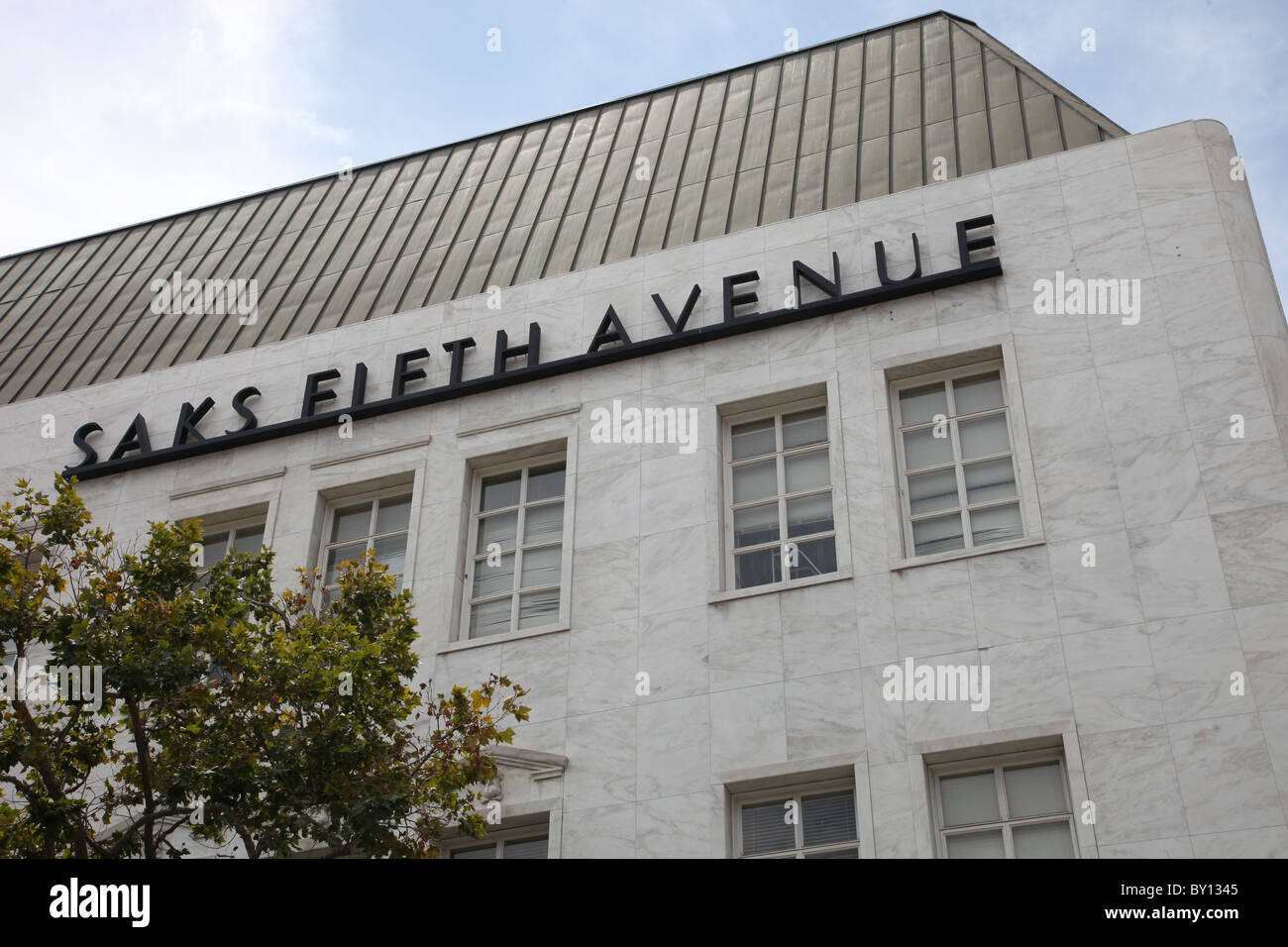 SAKS FIFTH AVENUE BEVERLY HILLS 9600 WILSHIRE BLVD BEVERLY HILLS CALIFONIA  USA BEVERLY HILLS STORE 01 August 2010 cbcaf91a439a